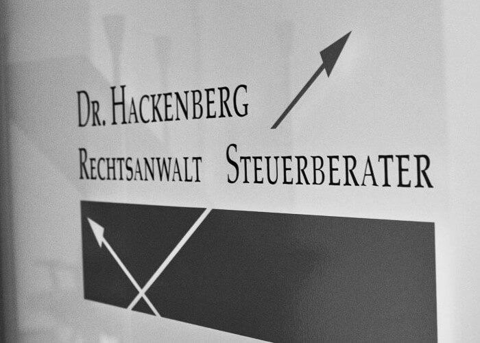 Eingang Kanzlei Dr. Hackenberg in Wiesbaden. Kanzlei für Steuerrecht, Beratung im Steuerstreit, Beratung im Steuerstrafrecht, Gesellschaftsrecht und Stiftungsrecht